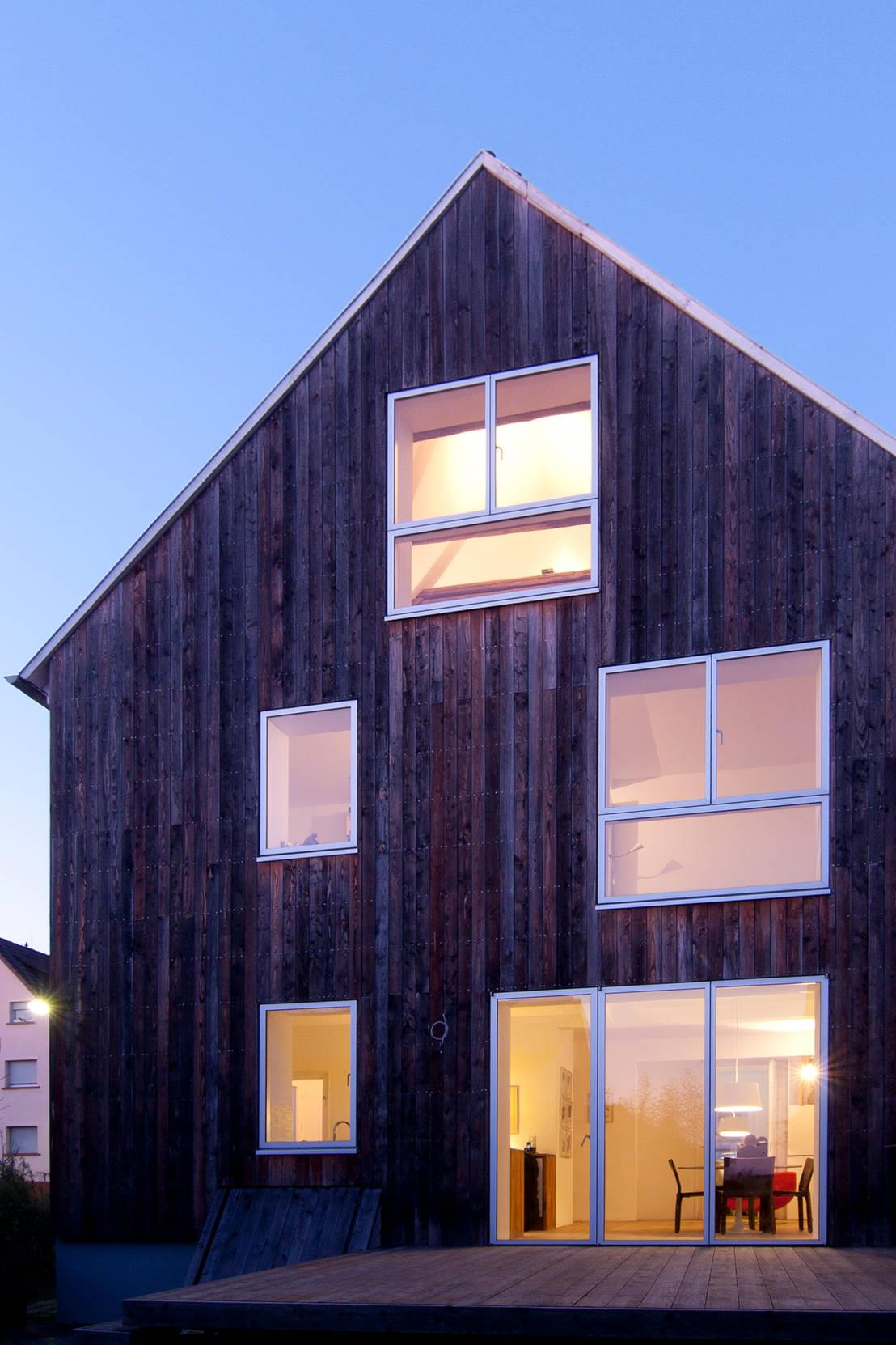 wohnhaus mit b ro von ffm architekten tovar tovar. Black Bedroom Furniture Sets. Home Design Ideas