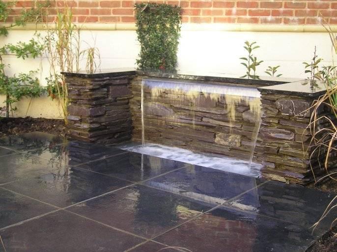 20 cascadas y fuentes para jardines peque os for Cascadas y fuentes de jardin