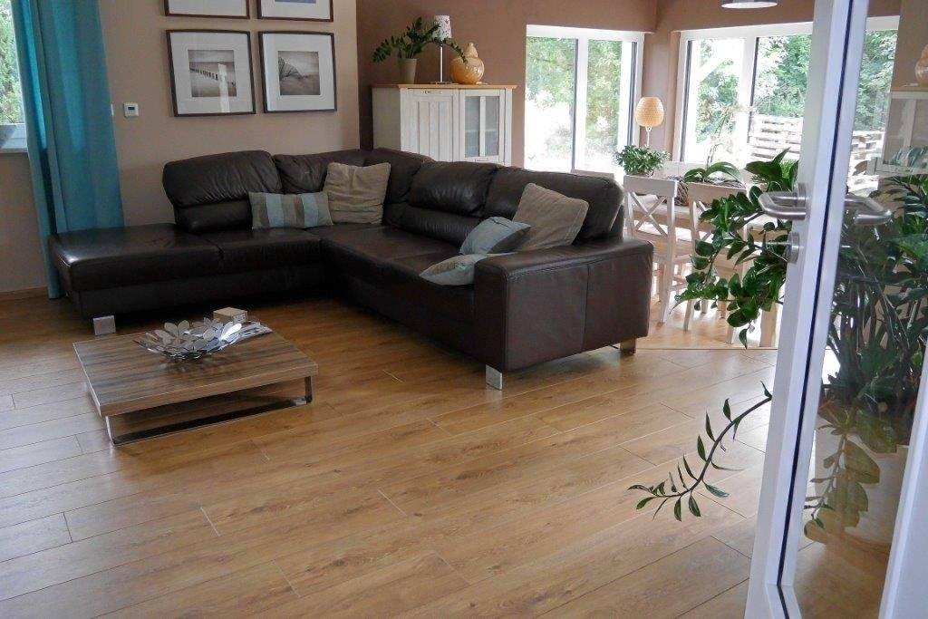 laminato bodenleger frank hennicke neubau einfamilienhaus mit 5 verschiedenen laminatb den. Black Bedroom Furniture Sets. Home Design Ideas