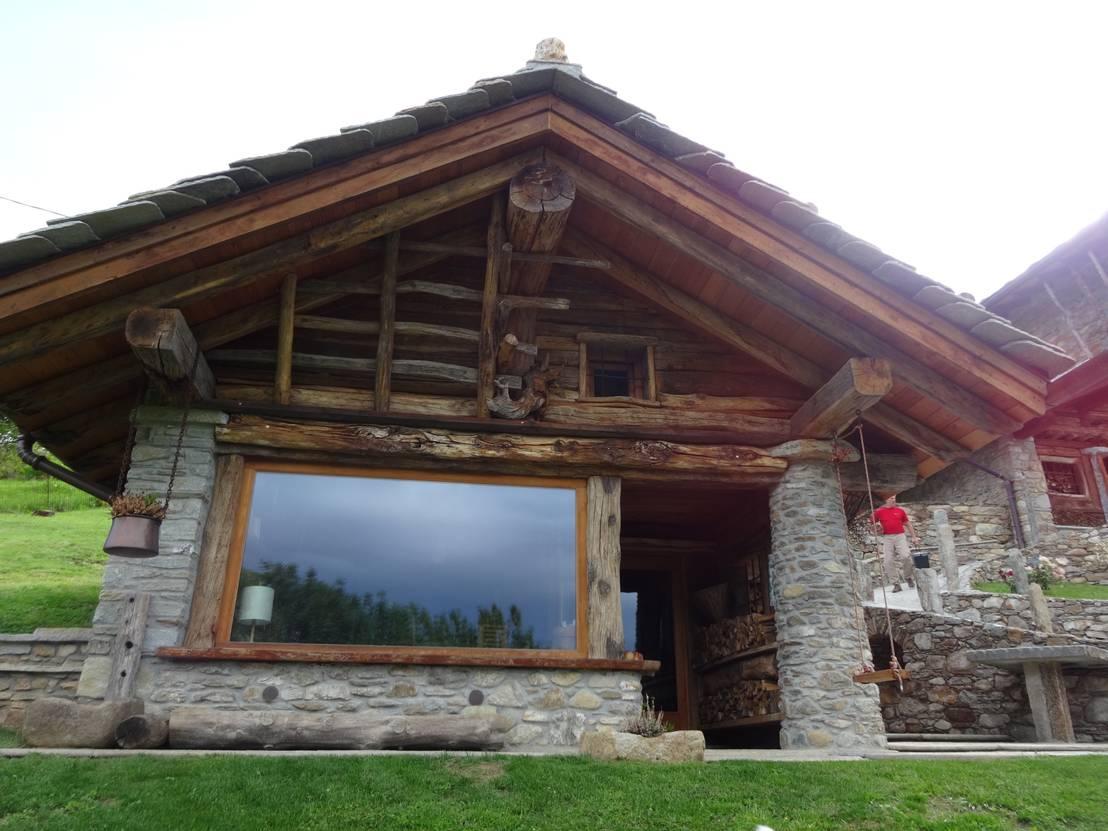 Calda cucina per baita di montagna di mobili pellerej di for Foto di case