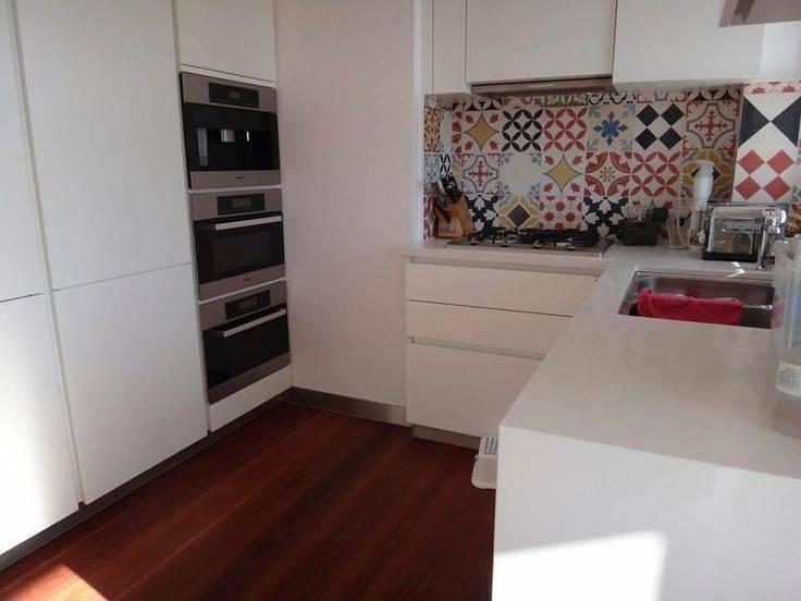 11 pisos con dise os modernos para tu cocina for Disenos de pisos para cocina