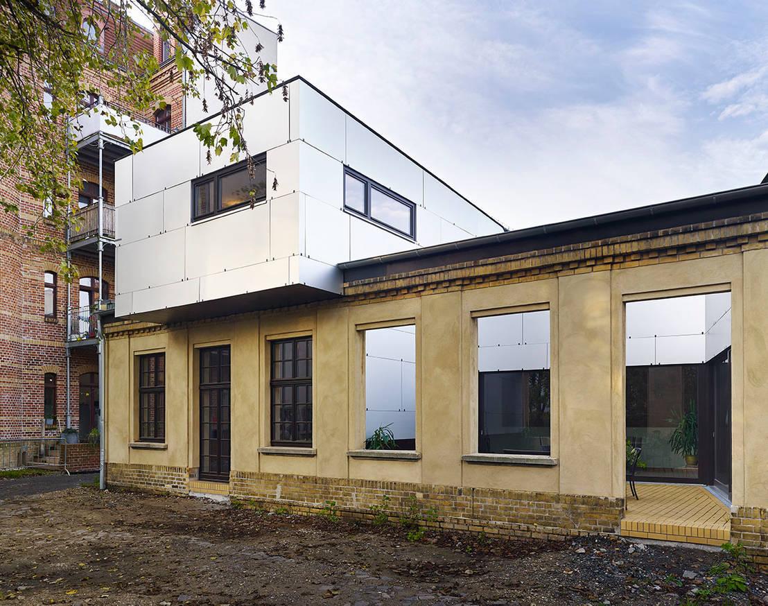 siemeringstra e ein haus im haus von quartier vier architekten landschaftsarchitekten homify. Black Bedroom Furniture Sets. Home Design Ideas