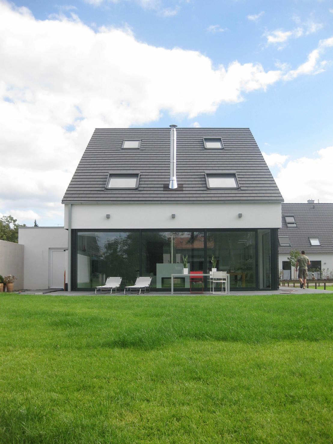 neubau eines einfamilienhauses mit garage 50999 k ln von. Black Bedroom Furniture Sets. Home Design Ideas