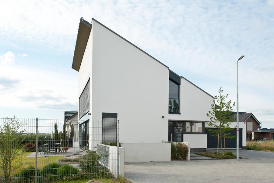 Neubau einfamilienhaus mit einer doppelgarage in erkelenz for Neubau einfamilienhaus