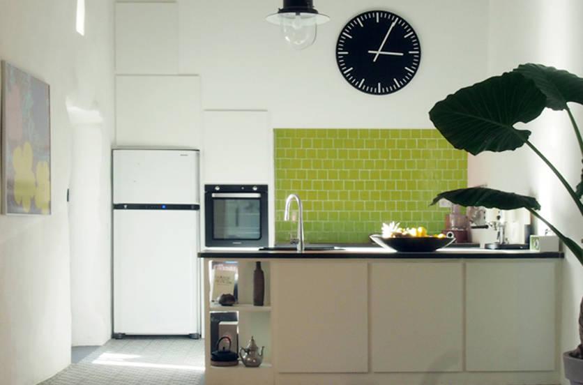 une cuisine dans un cabanon proven al campagne d 39 aix en provence por agence design d 39 espaces. Black Bedroom Furniture Sets. Home Design Ideas