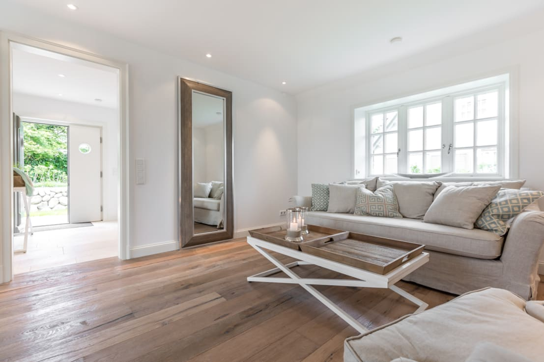 Tien houten spiegels breng leven in je interieur - Spiegel in de woonkamer ...