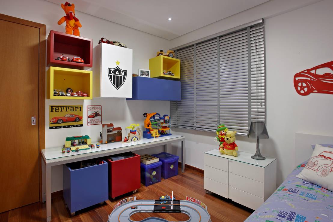 muebles que mantienen el cuarto organizado