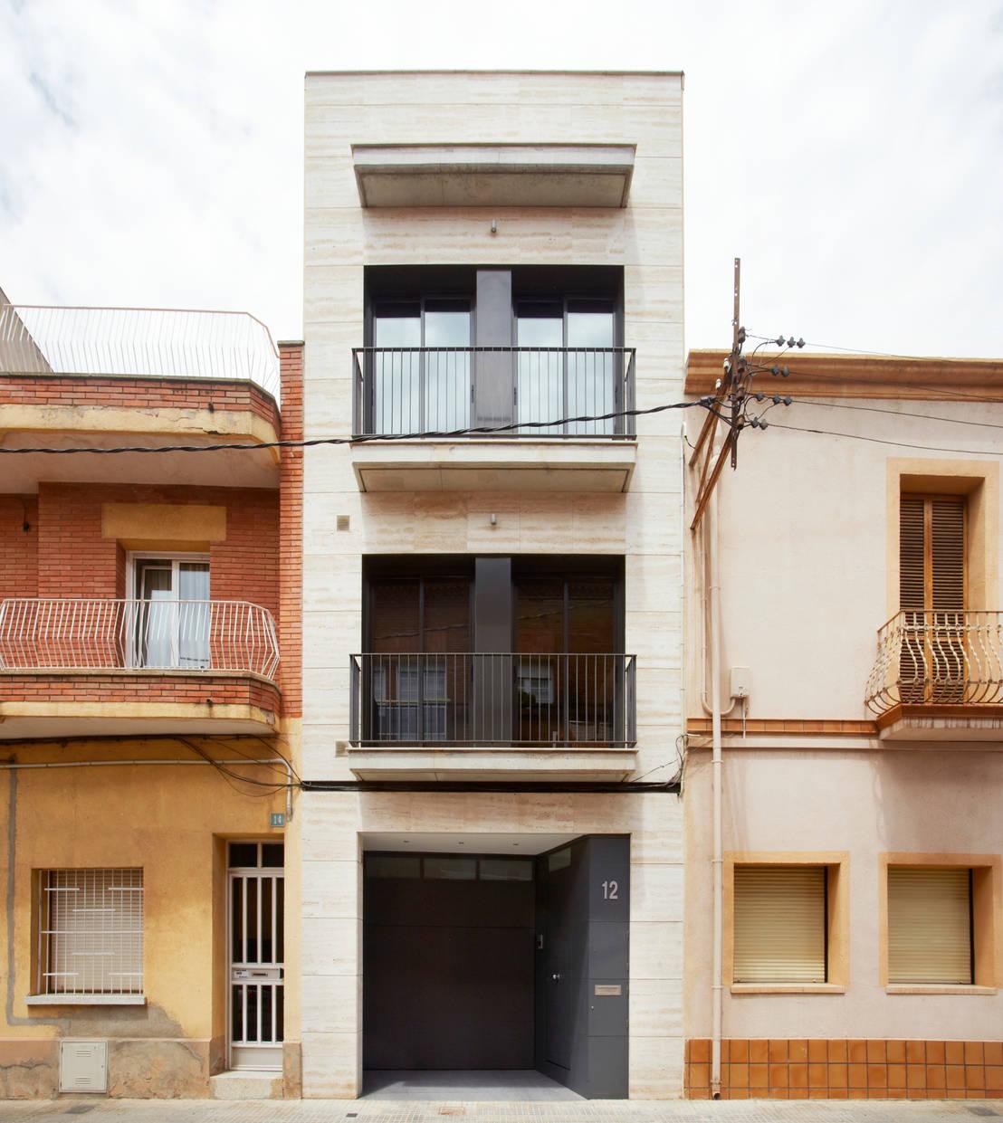 Una casa de pueblo esconde un refrescante secreto for Como reformar una casa de pueblo