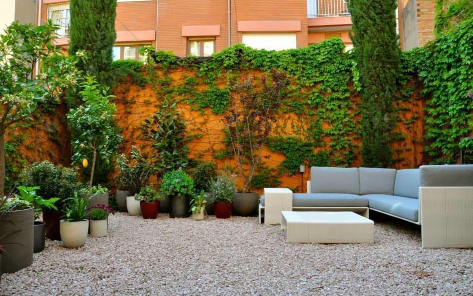 Jard n en gr cia por sverd jardineria paisatgisme Diseno de jardines pequenos sin cesped