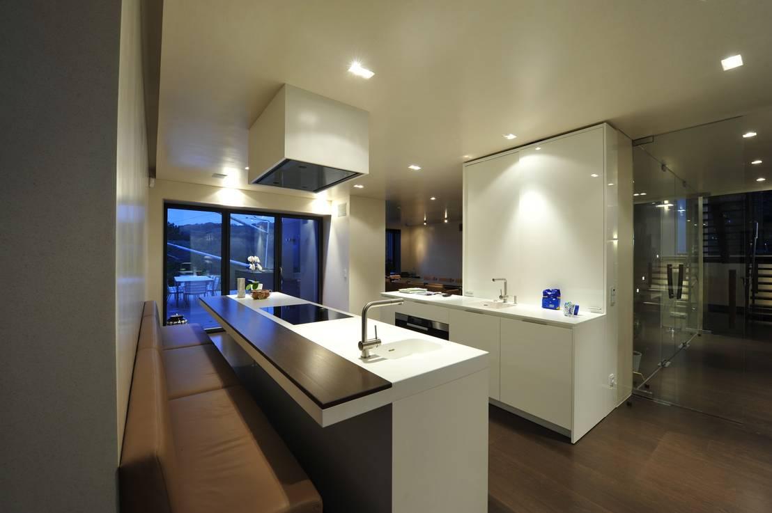schwarz wei e k chen. Black Bedroom Furniture Sets. Home Design Ideas