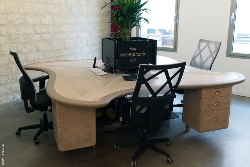 Bureau 4 postes desk for 4 posts de jean z ndel meubles for Bureau de imagens