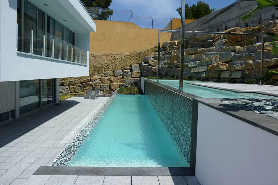 Proyectos de piscinas de conillas exteriors homify for Piscina de canal