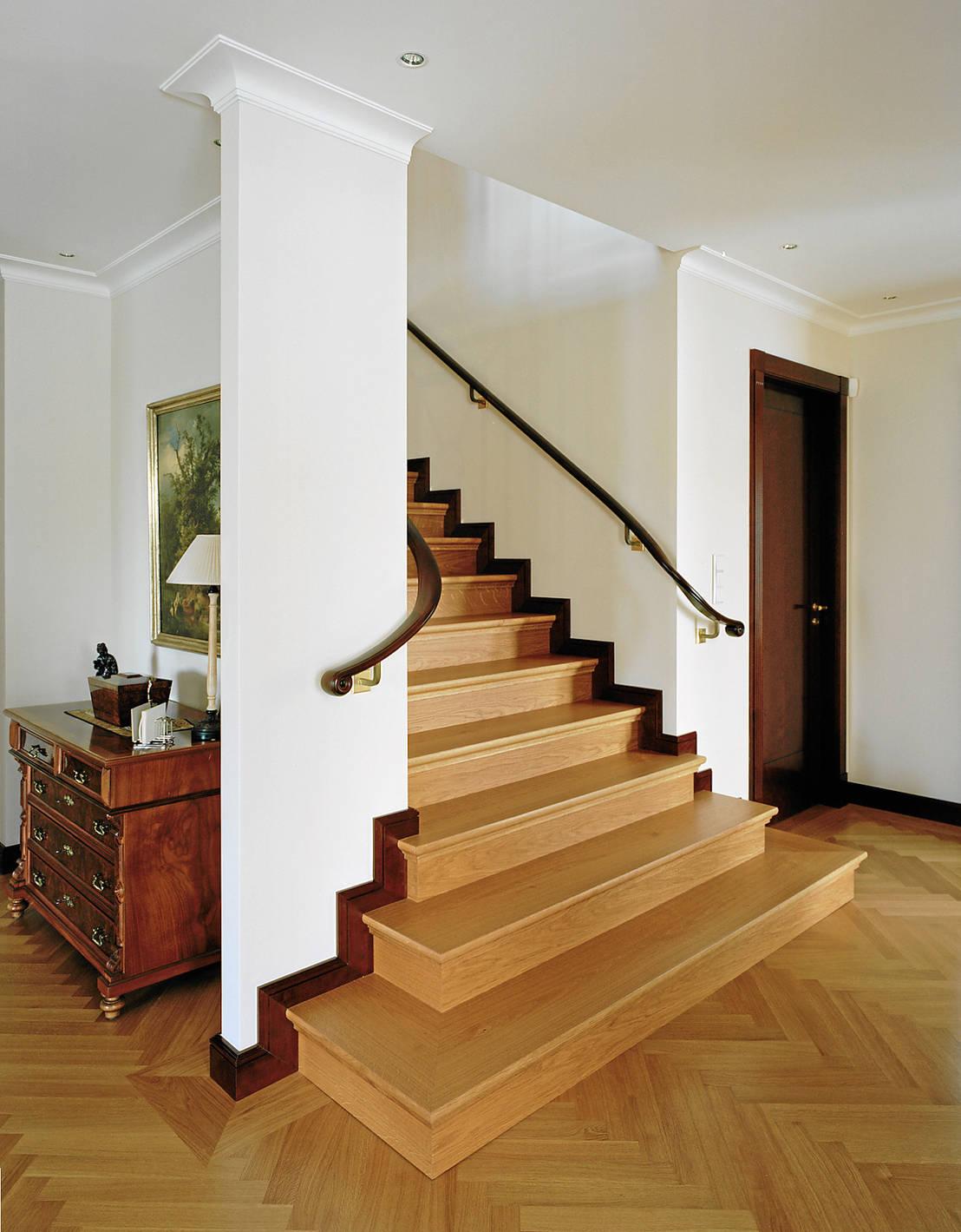 klassische treppen von aufleiter roy gmbh homify. Black Bedroom Furniture Sets. Home Design Ideas