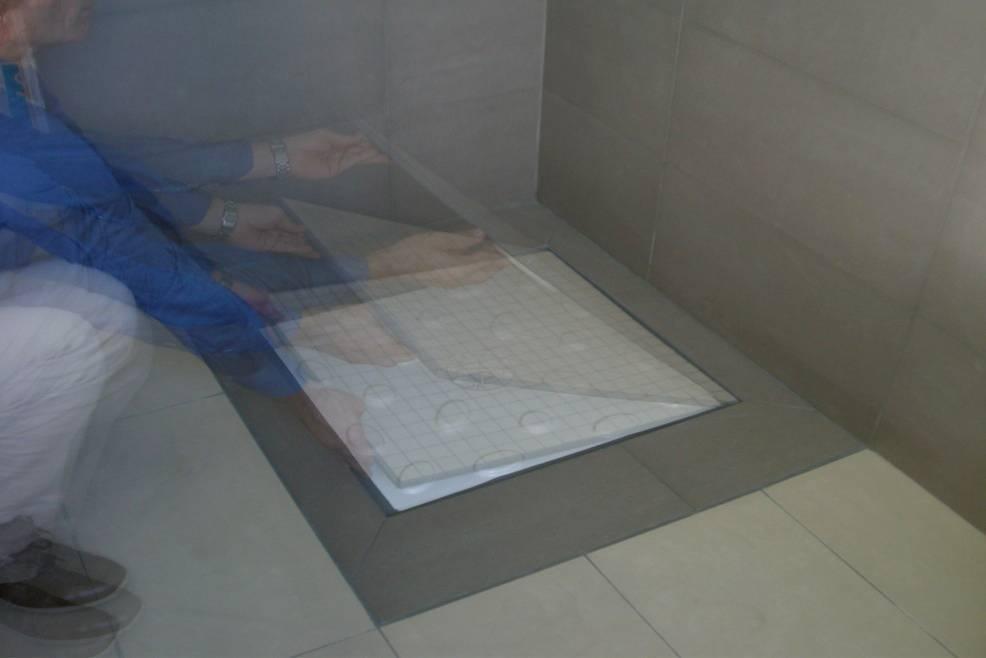 Piatti doccia filo pavimento rivestiti in gres mosaic marmo
