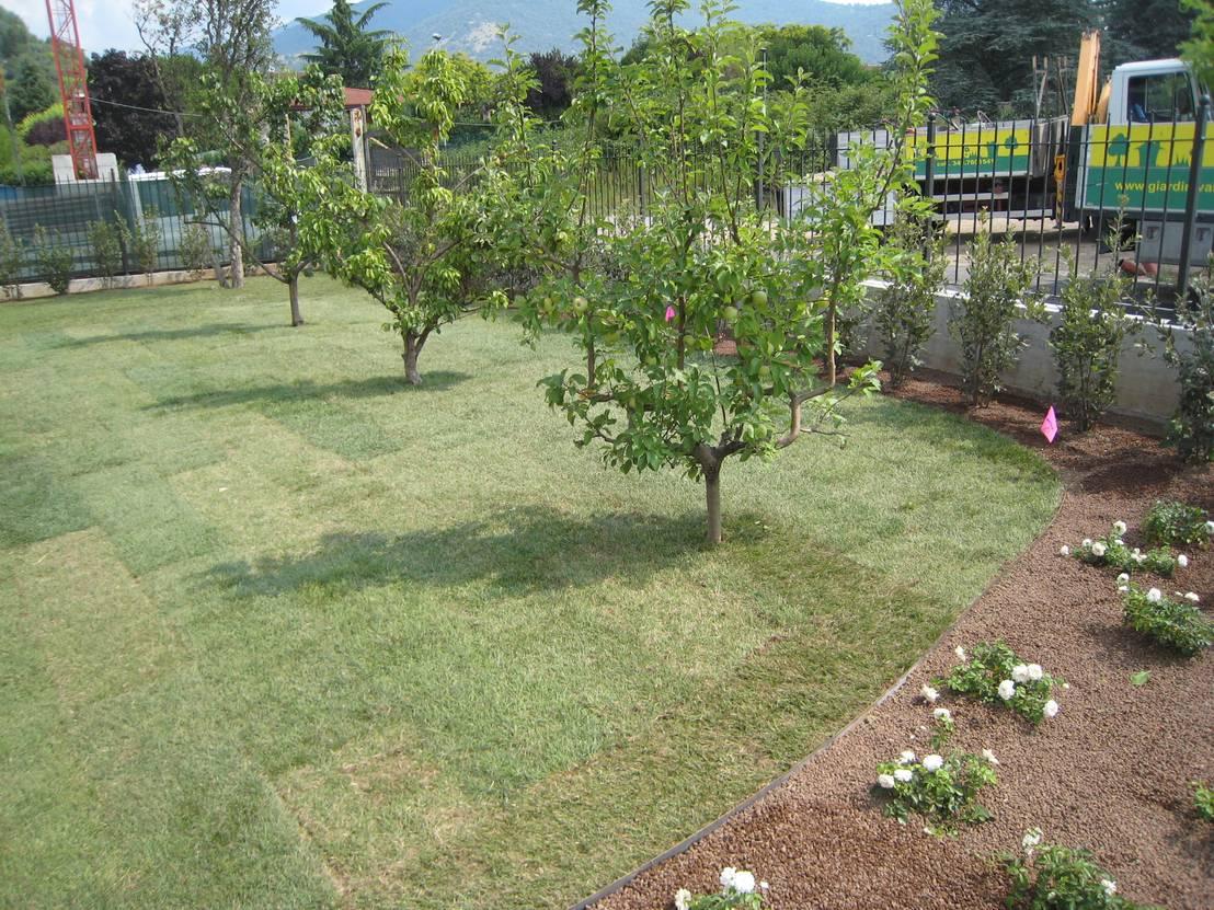Giardino per una villa moderna di giardini valle dei fiori for Giardino villa moderna