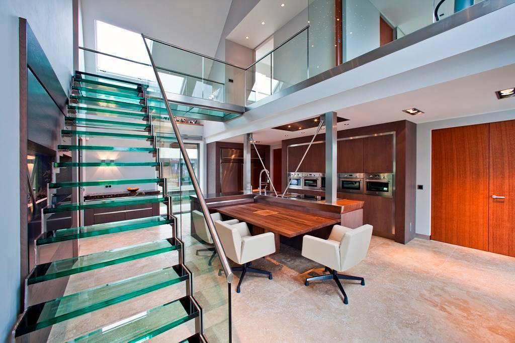 Glazen trappen en balustrades