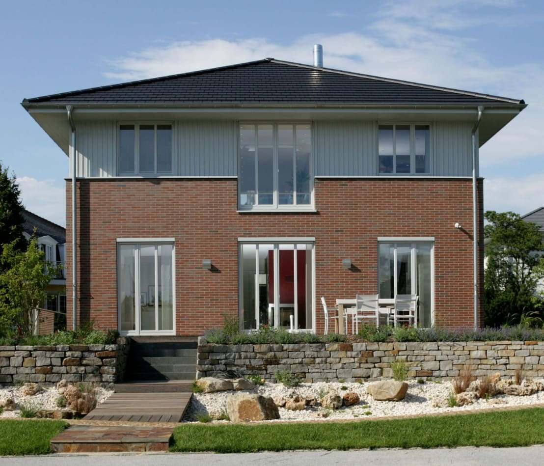 verklinkerte villa f r die stadt de haacke haus gmbh co kg homify. Black Bedroom Furniture Sets. Home Design Ideas