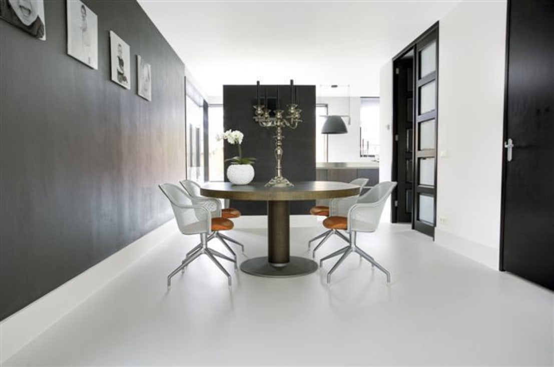 Witte gietvloer in woning by motion gietvloeren homify