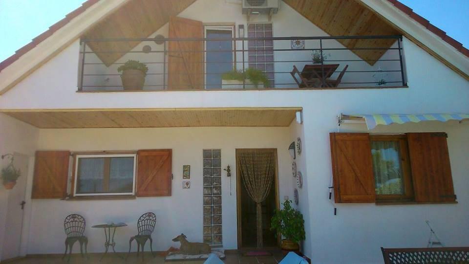 Porticones de madera de fusters c rdoba homify - Casas de madera maciza ...