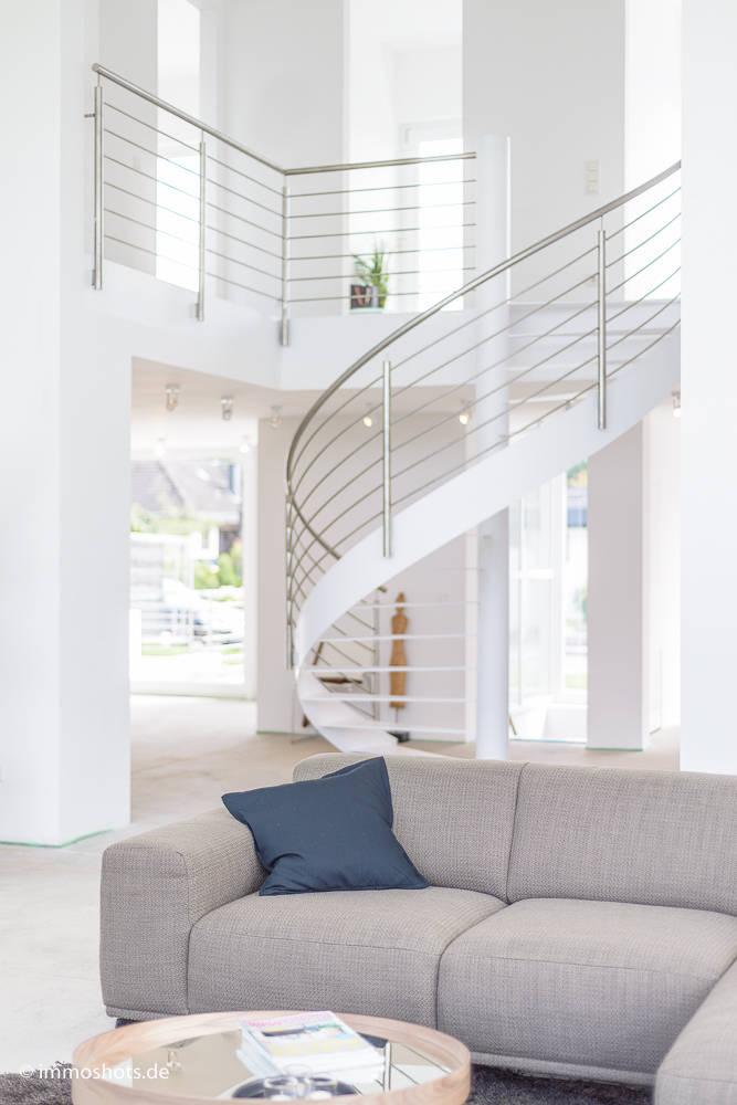 Bauhaus-Villa westlich von Köln von Immotionelles | homify