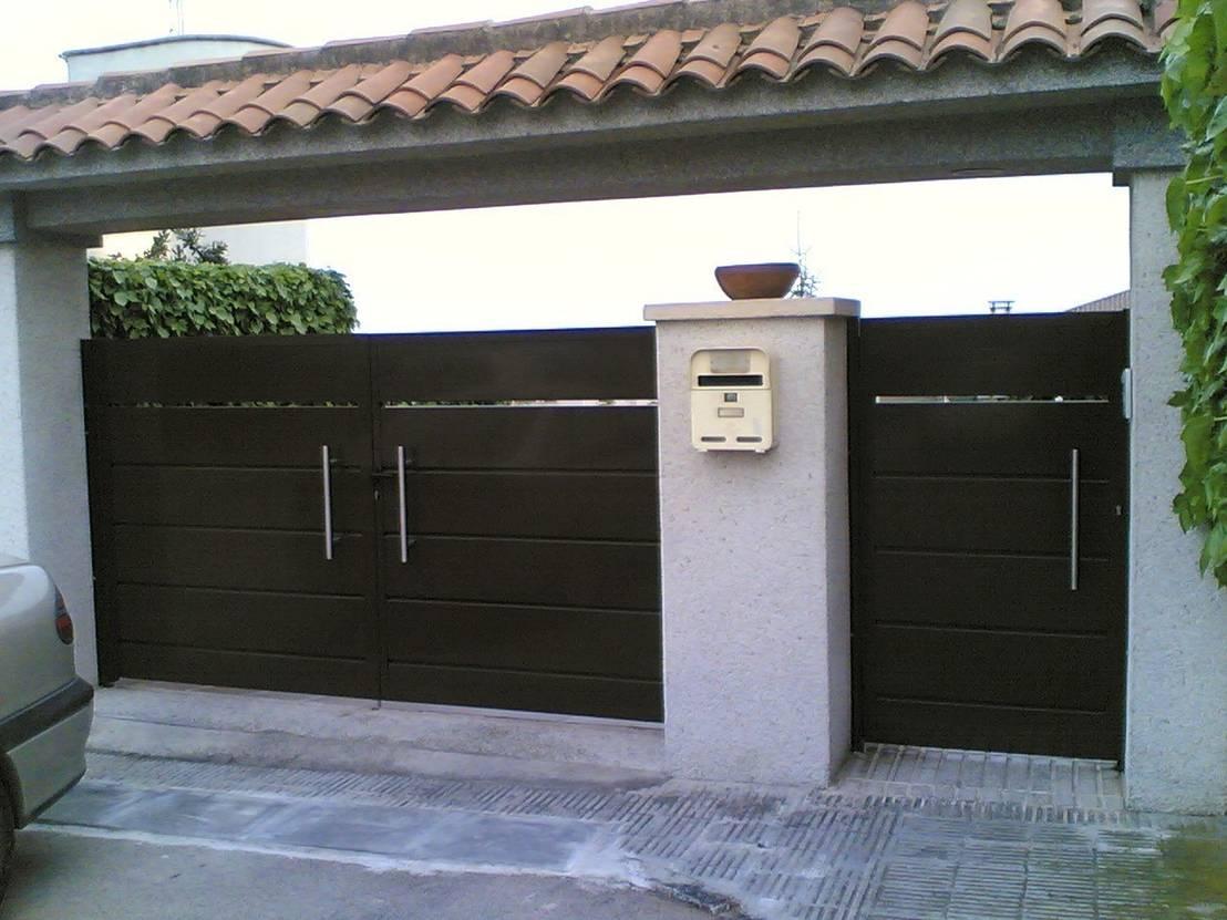 14 portones para una fachada espectacular for Pisos decoracion garajes