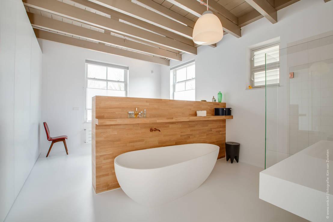 Zo maak jij je donkere badkamer lichter - Voorbeeld deco badkamer ...