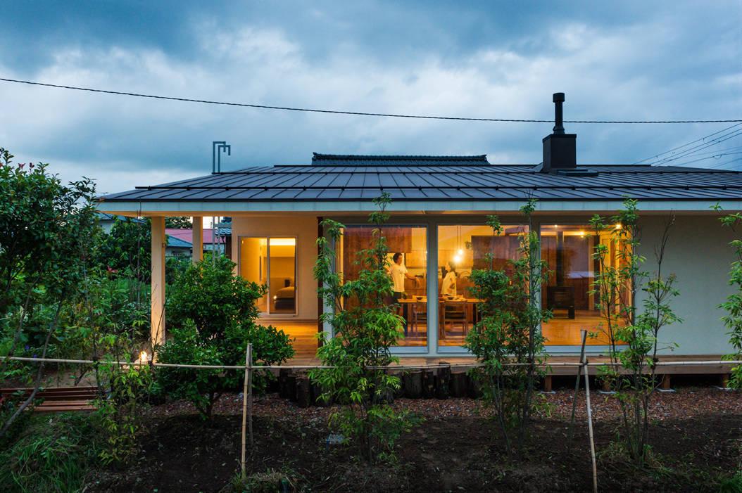 rumah sederhana satu lantai yang memikat di pedesaan
