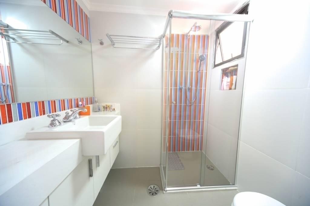 10 raisons d 39 tre plut t baignoire ou douche. Black Bedroom Furniture Sets. Home Design Ideas