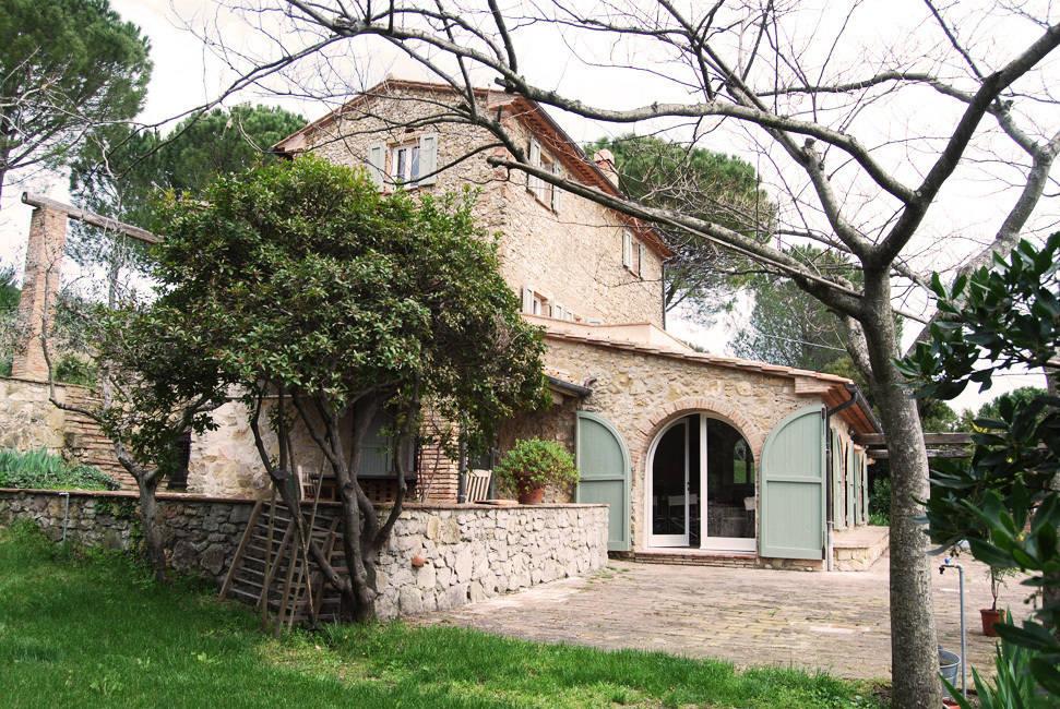 Casale in toscana de architetto mariantonietta canepa homify for Piani casa colonica di campagna