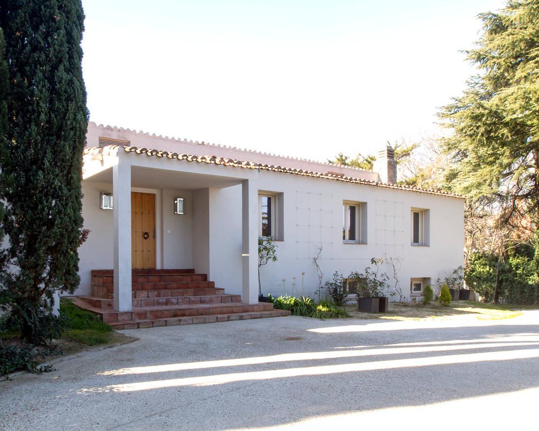 Klassisch modernes einfamilienhaus in traditioneller bauweise for Einfamilienhaus klassisch