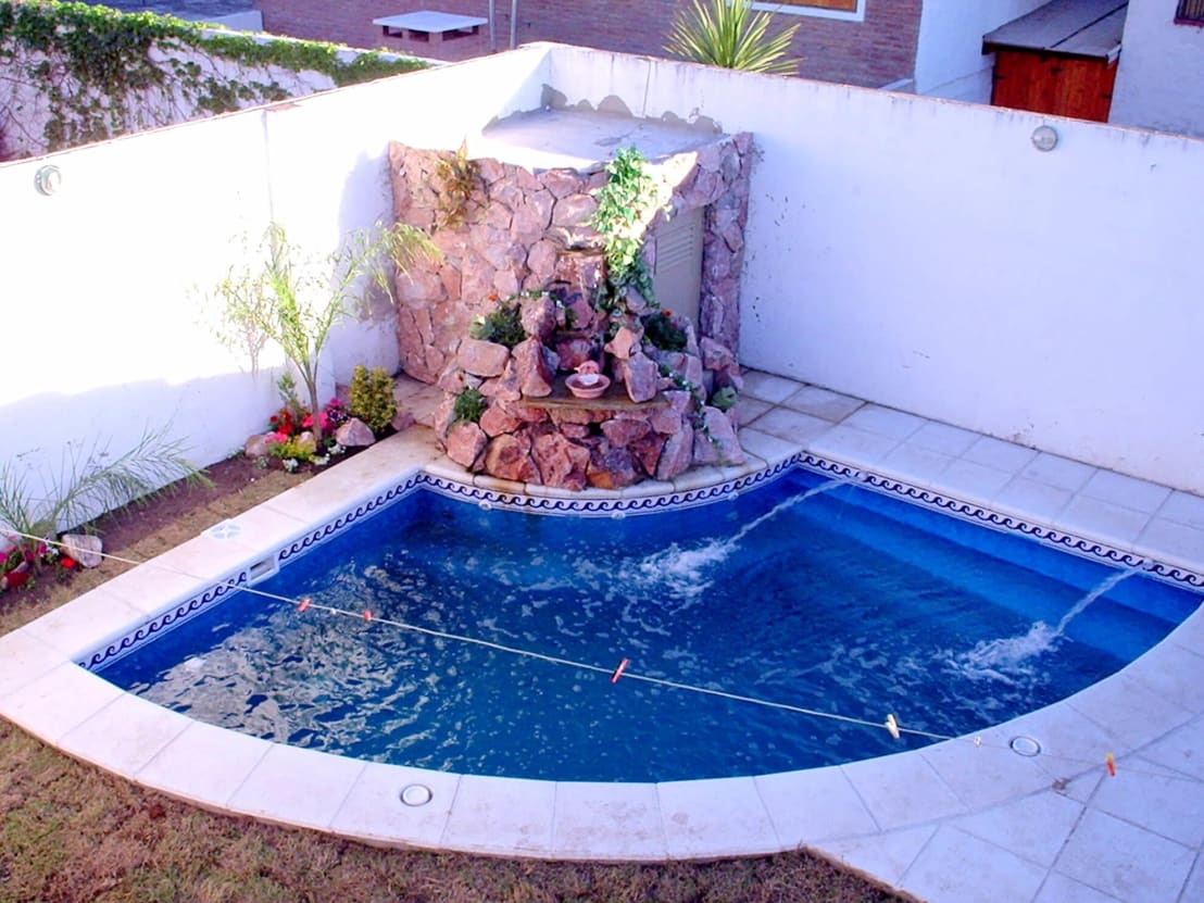 10 piscinas perfectas para casas peque itas for Piscina w kosciele