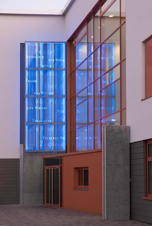 kunst am bau gymnasium maxdorf von glasgestaltung in der architektur homify. Black Bedroom Furniture Sets. Home Design Ideas