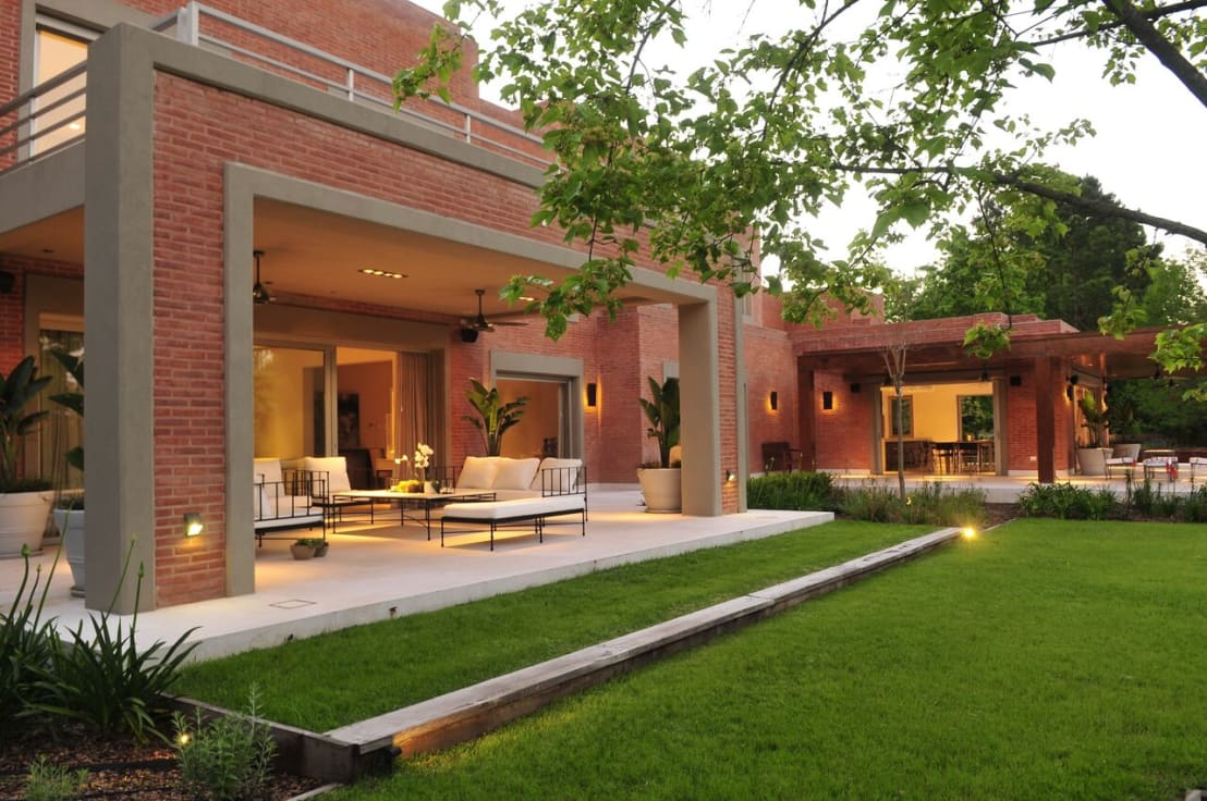 Casa en mailyng de junor arquitectos homify for Fotos de jardines de casas modernas