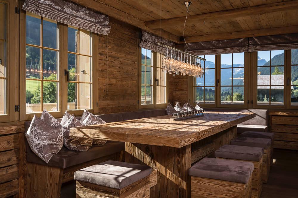 charmantes chalet im altholz look. Black Bedroom Furniture Sets. Home Design Ideas