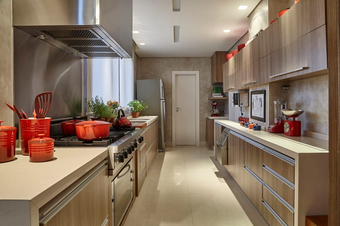 Cocina modernas alargadas ventajas e inconvenientes for Cocinas alargadas modernas