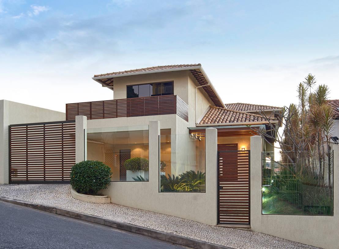 21 fachadas con balcones y terrazas que te inspirar n a Fotos de patios de casas pequenas
