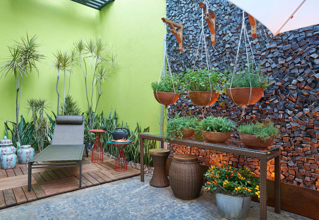 How to create a beautiful garden in a small space for Jardines interiores pequenos