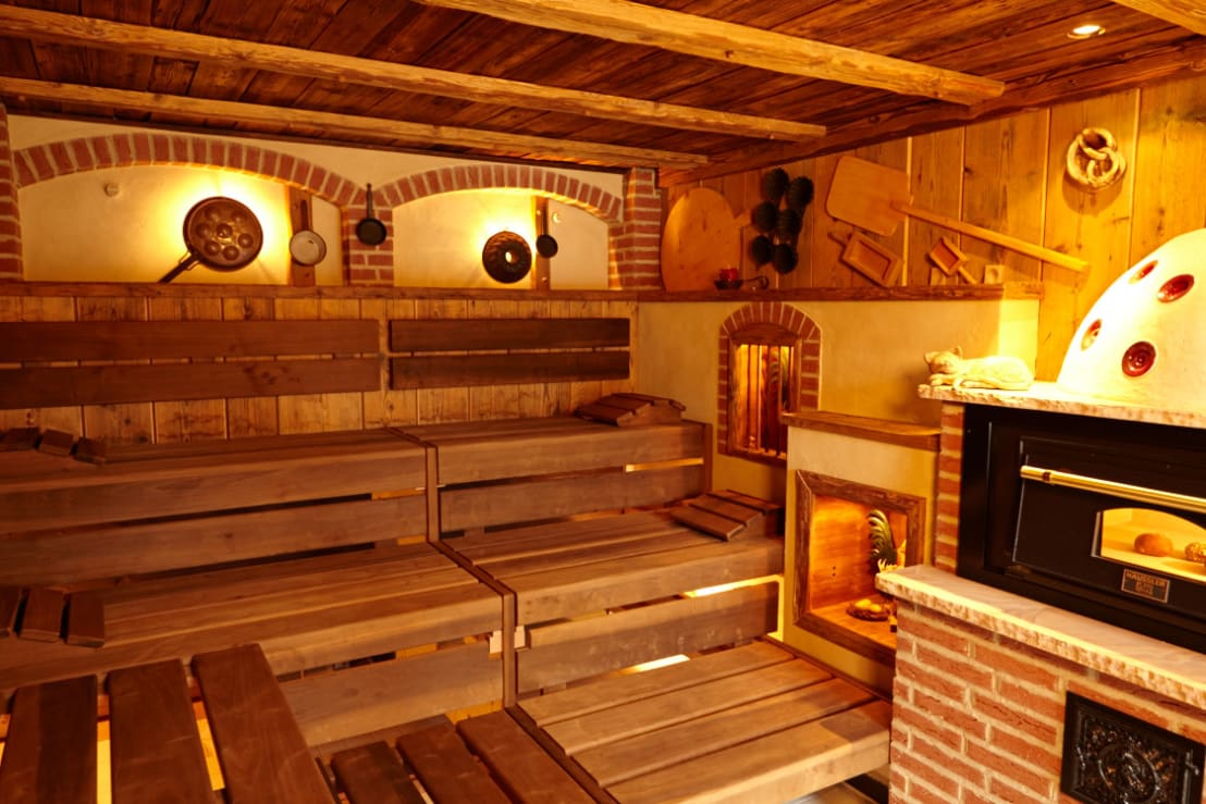 rustikale backstubensauna von erdmann exklusive saunen. Black Bedroom Furniture Sets. Home Design Ideas