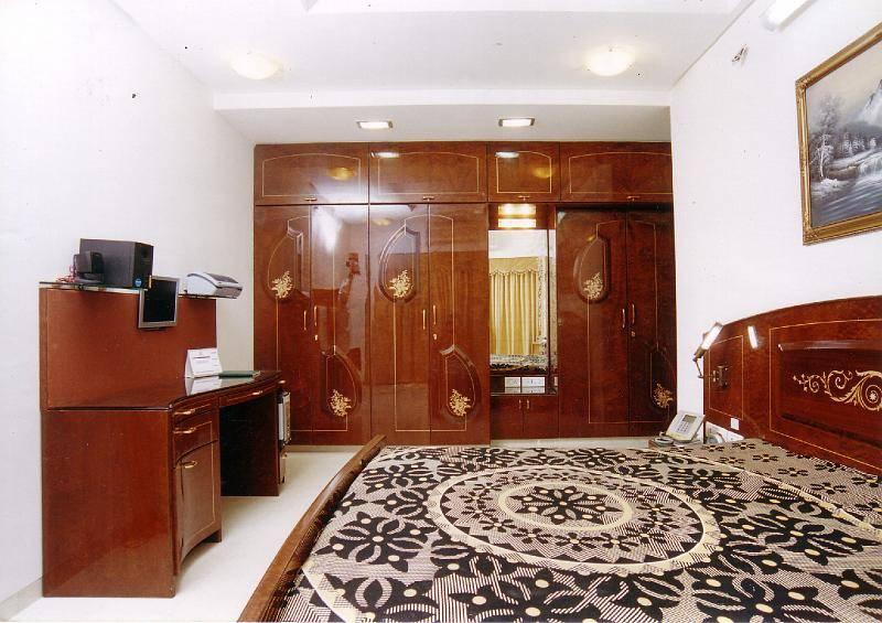 Apartment por naman interiors turnkey interior for Interior contractors