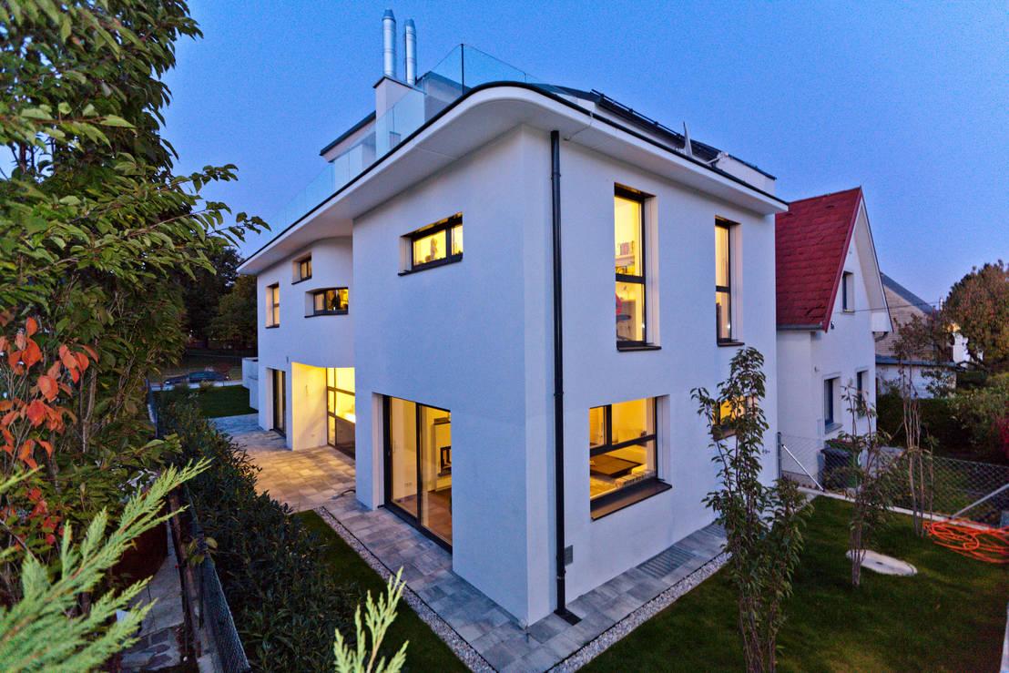 komfortabel wohnen auf schmalem grundst ck. Black Bedroom Furniture Sets. Home Design Ideas