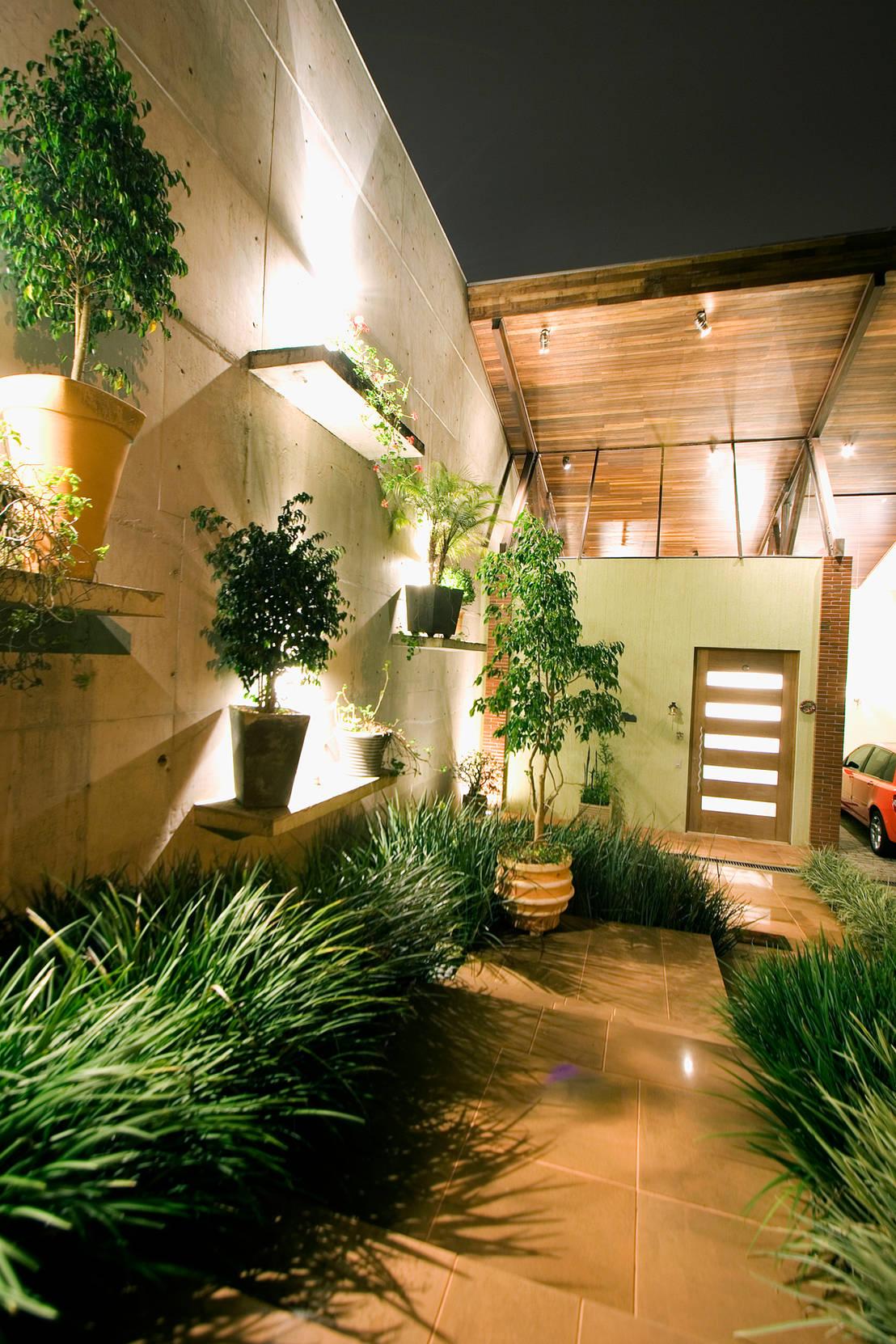 C mo iluminar el jard n - Como iluminar una casa ...