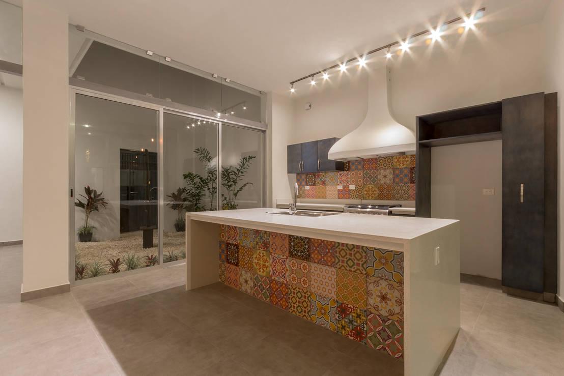 Estos son los materiales baratos para mejorar tu cocina for Barras de cocina de concreto