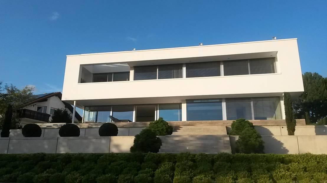 Traumhaus modern mit pool  Diemer Architekten : Haus am Hang mit Pool | homify