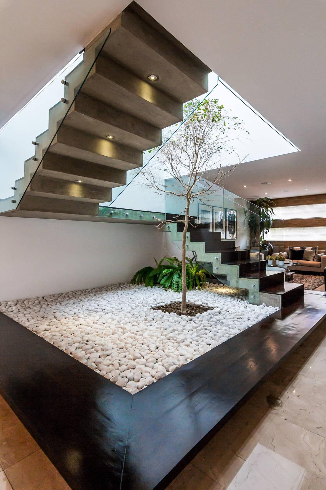 18 trappen met binnentuin, steen & natuurlijke elementen
