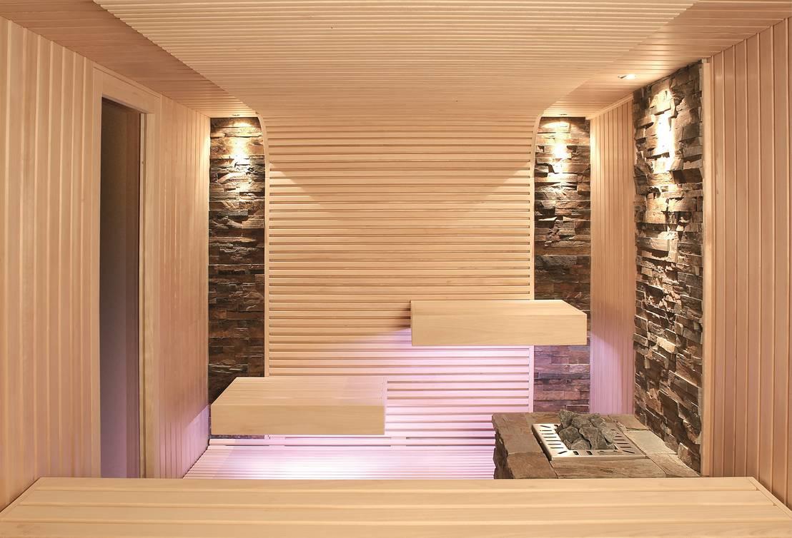 hochwertige sauna mit schwebend wirkenden liegen de erdmann exklusive saunen homify. Black Bedroom Furniture Sets. Home Design Ideas