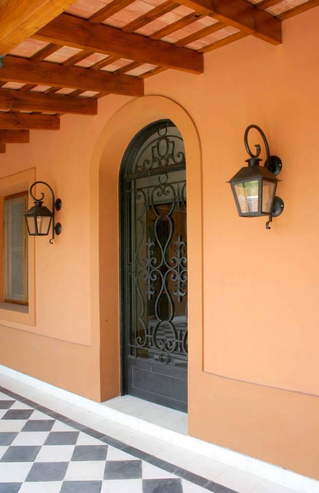 11 ideas para usar el hierro forjado en la decoraci n de - Mejor pintura para hierro exterior ...