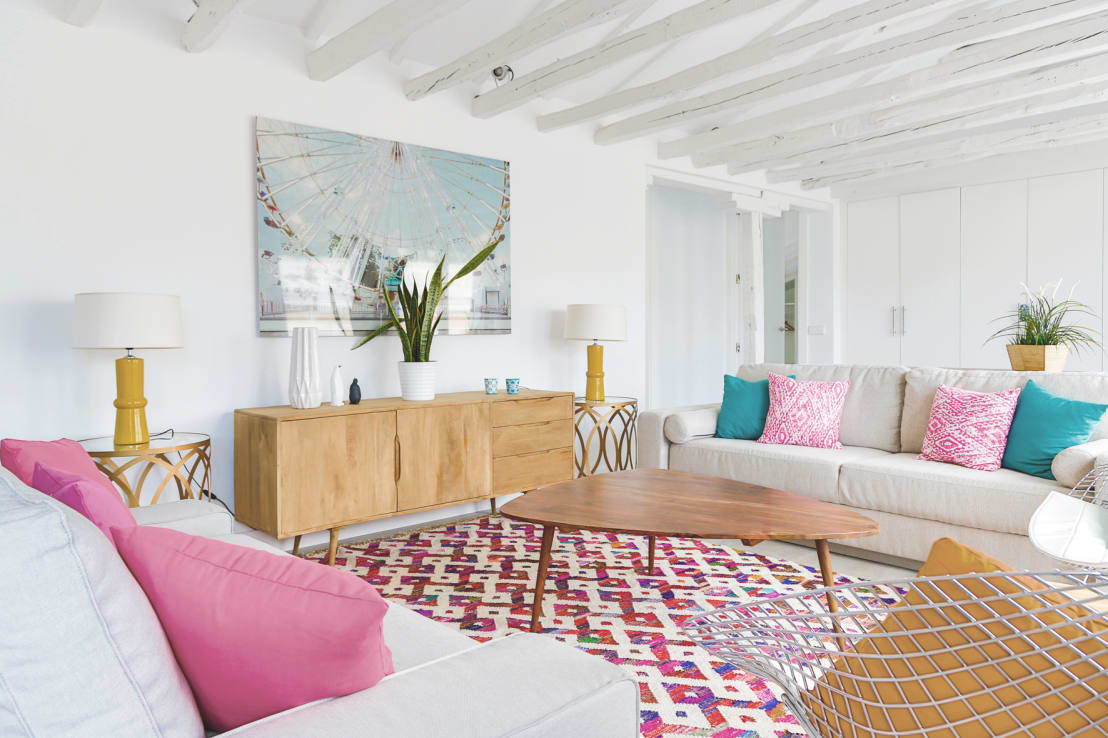 8 pictures of a cosy apartment that is bright and comfortable