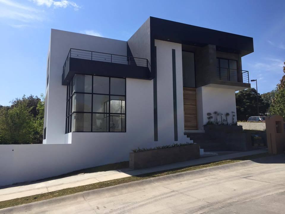 Una casa moderna y con estilo en terreno inclinado - Casa con terreno ...