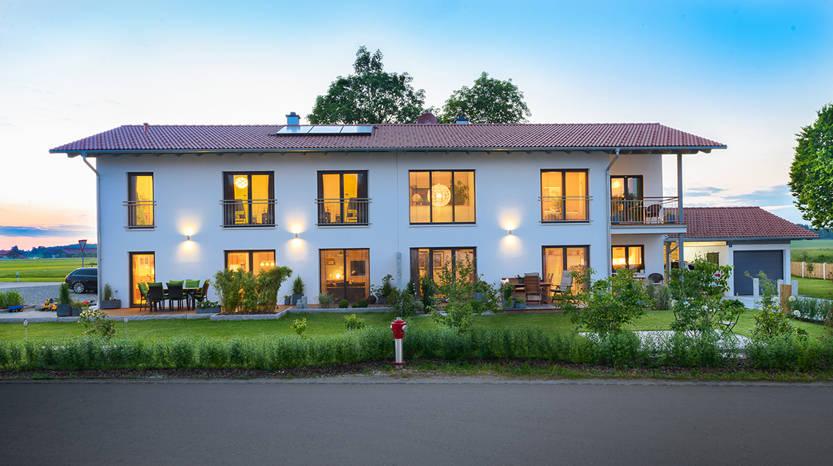 Elegantes Doppelhaus mit 2 Vollgeschossen und Satteldach by Albert ...