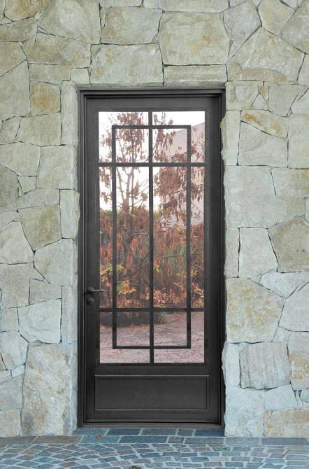 Puerta de entrada rustica moderna de del hierro design for Puertas de hierro exterior fotos